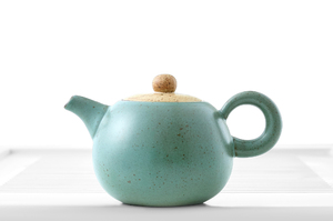 Round Teapot With Bluish-Gray Crackle Glaze