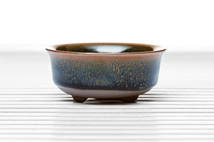 Half Cylinder Wavy Rim Tea Bowl With Brown